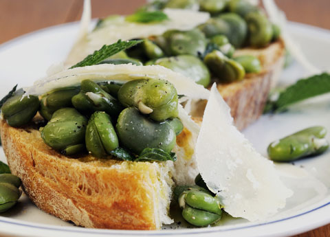 Crostini with broad beans
